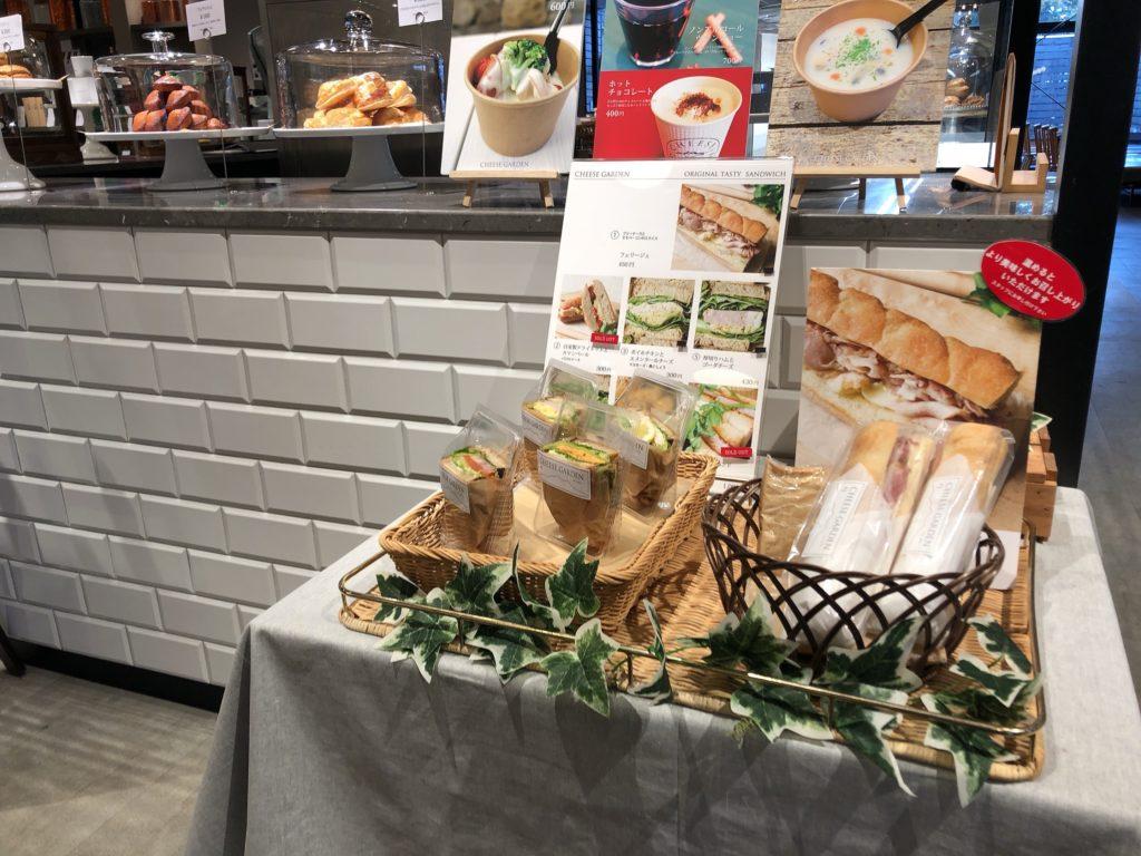 チーズガーデン那須本店内のカフェの外観