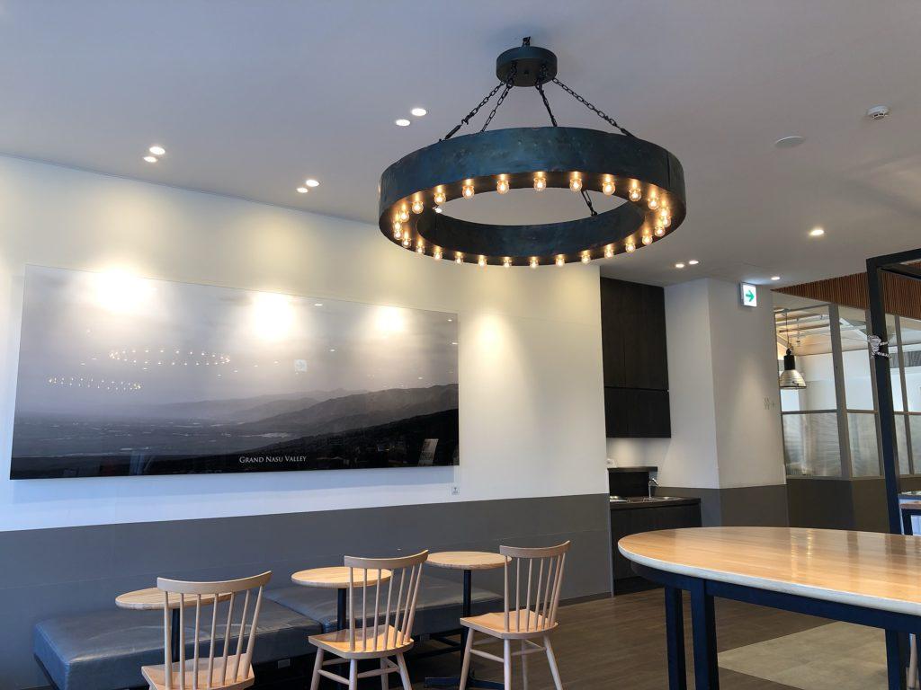 チーズガーデン那須本店内のカフェの内観