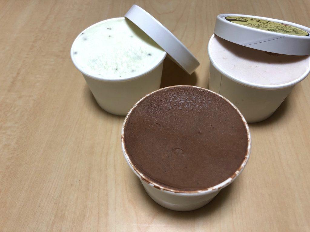 いちご味とチョコレート味とキウイヨーグルト味のジェラート