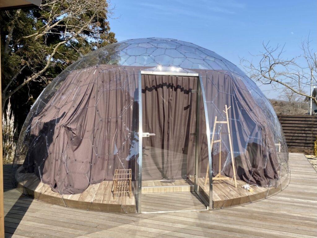 昼のクリアドームテント